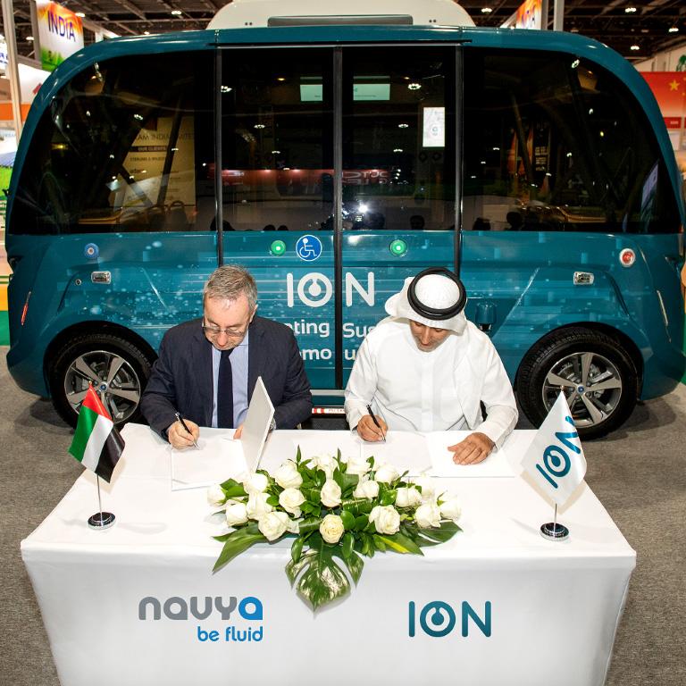 """""""أيون"""" و""""نافيا"""" يوقعان عقد شراكة لتشغيل وصيانة الحافلات الكهربائية ذاتية القيادة"""
