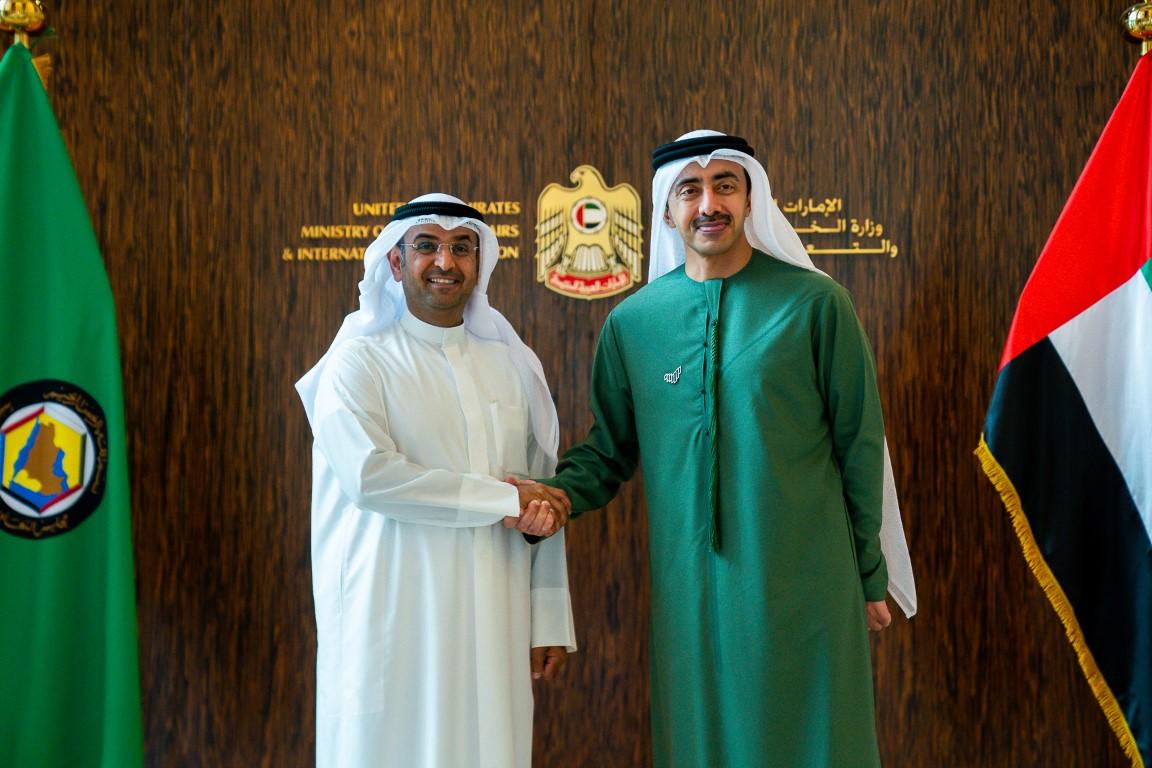 عبدالله بن زايد يستقبل أمين عام مجلس التعاون الخليجي