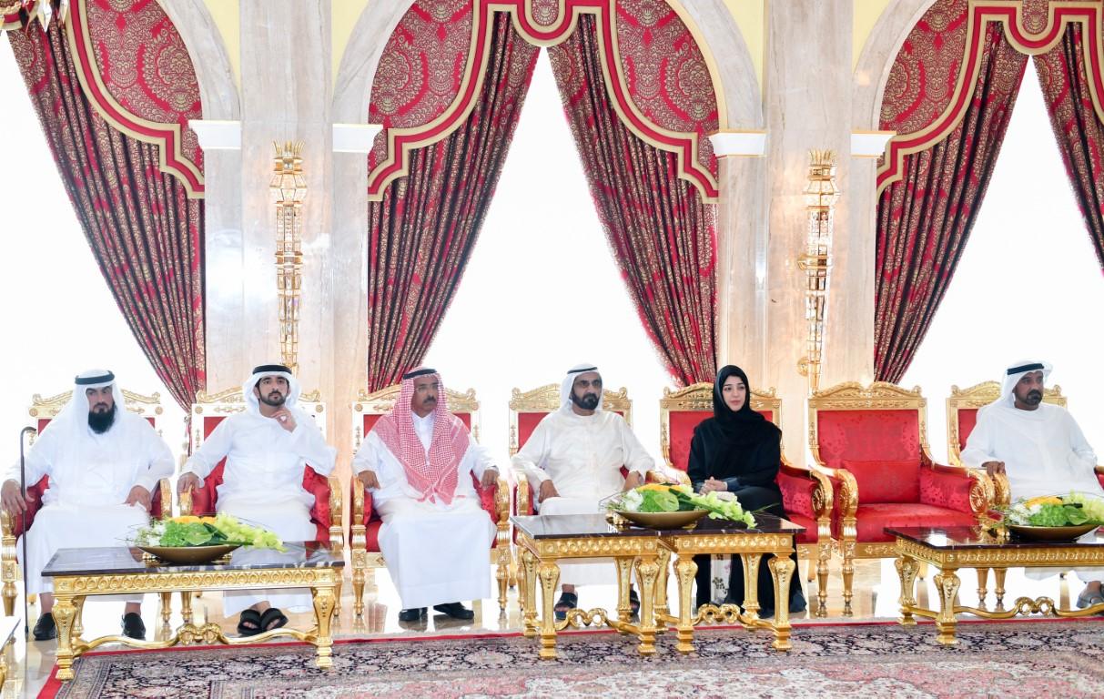 محمد بن راشد يكرم عددا من رجالات الرعيل الأول ممن نظموا وأشرفوا على جناح الدولة بمعارض إكسبو