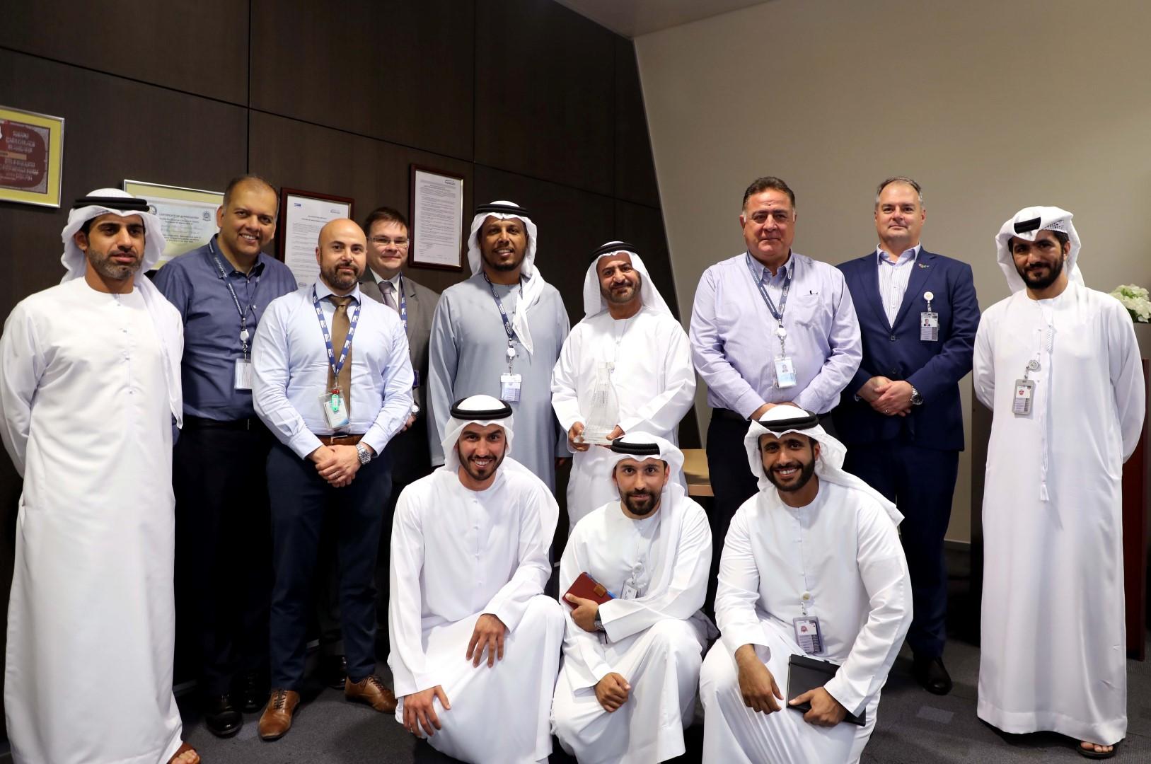 مطار أبوظبي الدولي ينجز مشروع تحديث نظام إضاءة مدرج الطائرات