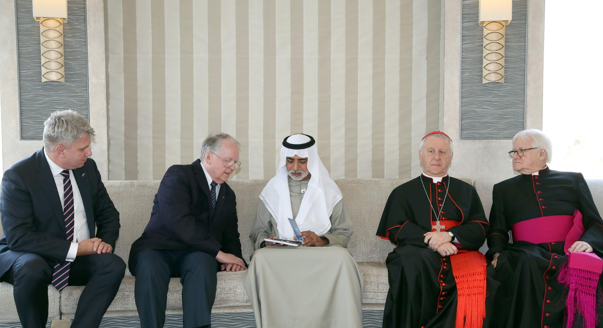 نهيان بن مبارك يستقبل وفدا من الفاتيكان ورئيس الشؤون الخارجية في البرلمان الإستوني
