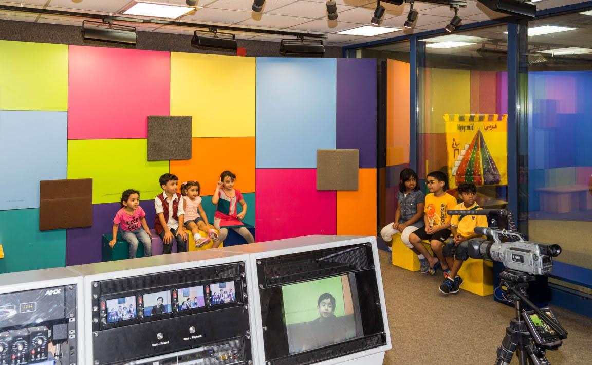 تقرير /مركز الشارقة للاستكشاف يعزز قدرات الأطفال بطرق جذابة