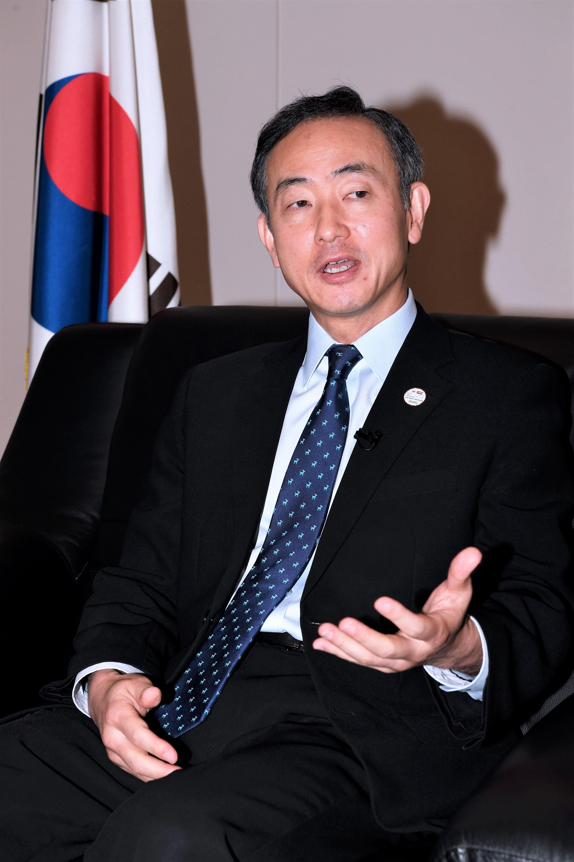 مع سفير كورية الجنوبية ----7