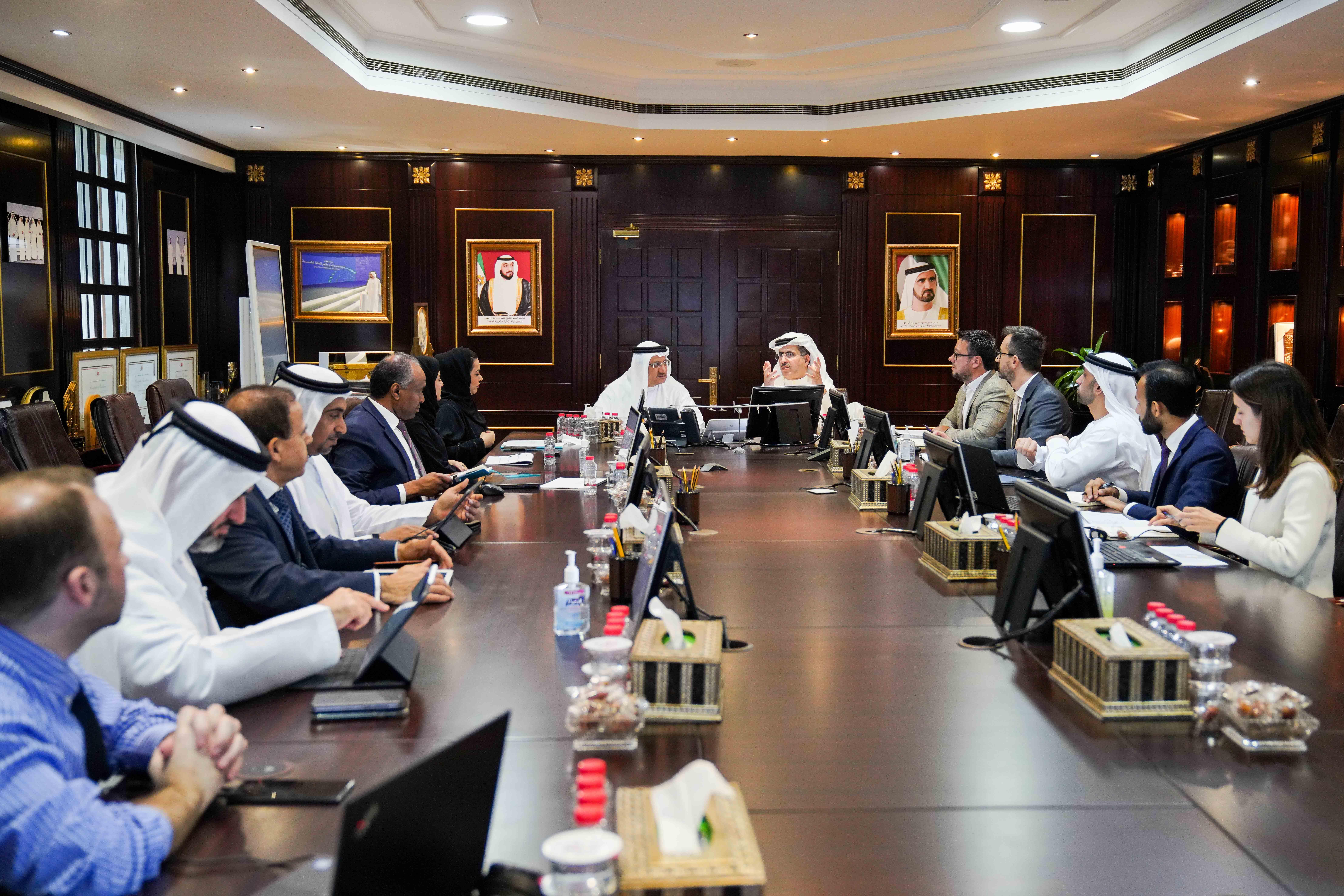 """""""المفوض العام"""" يتابع سير عمل تطوير استراتيجية القطاع الصحي في دبي"""