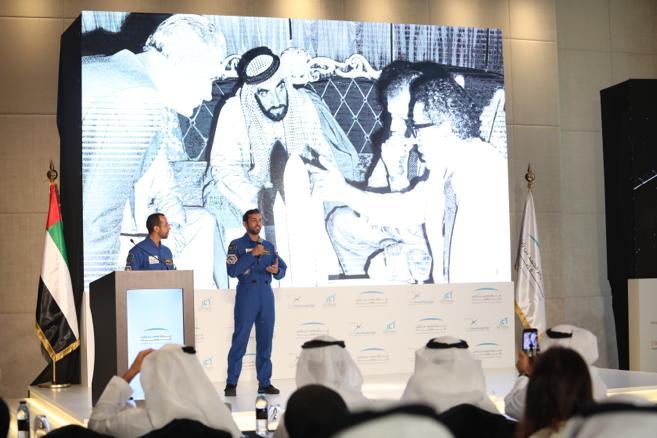 pic 2 - astronaut hazzaa almansoori and astronaut sultan alneyadi