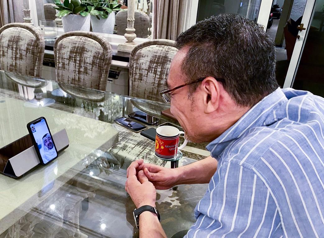 """عبدالله بن زايد و وزير خارجية ماليزيا يبحثان هاتفيا علاقات الصداقة وجهود احتواء جائحة """"كورونا"""""""