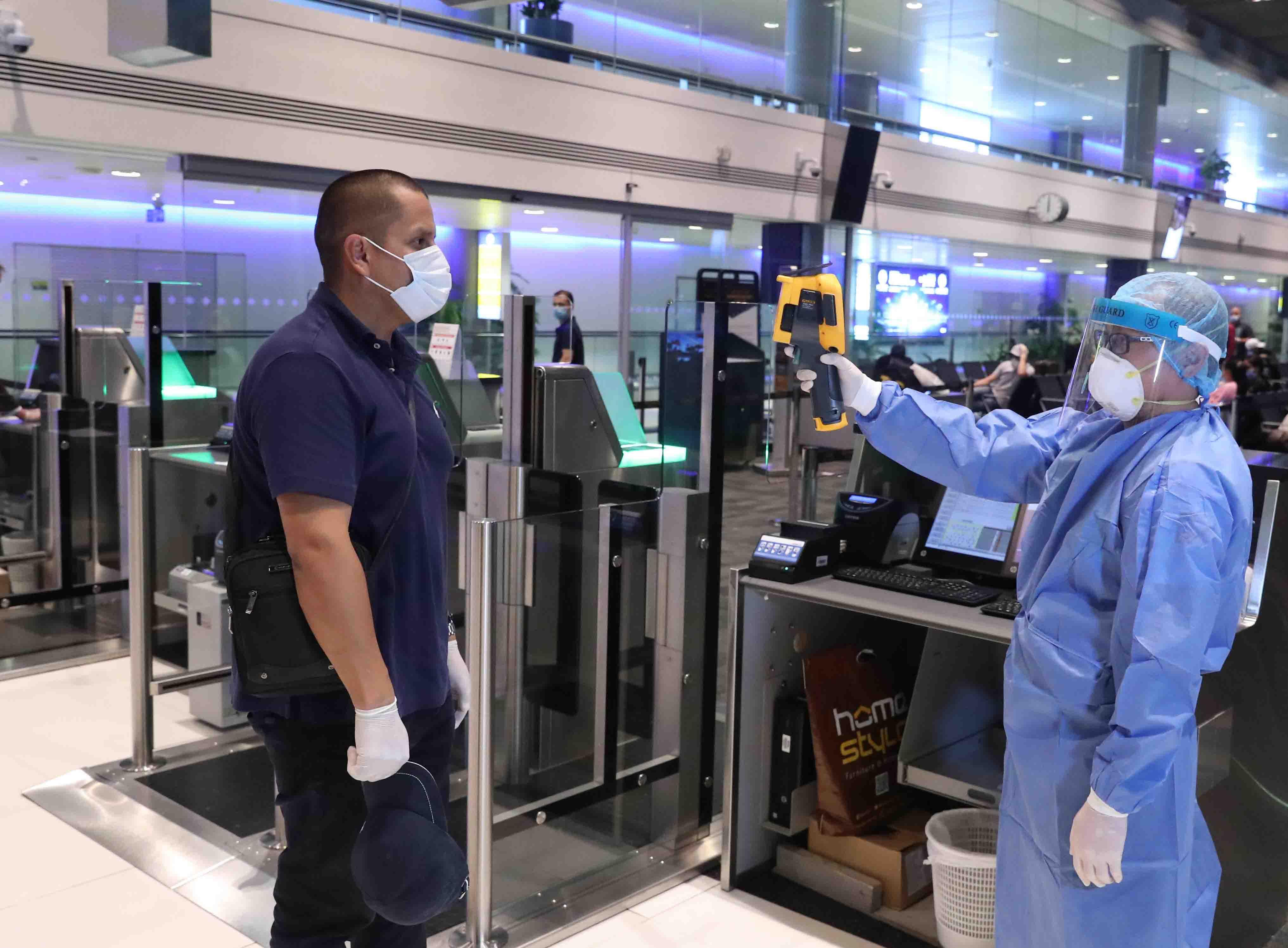 الإمارات ترسل طائرة مساعدات إلى كولومبيا لدعمها في مواجهة فيروس كورونا المستجد وتعيد المواطنين الكولومبيين إلى بلادهم