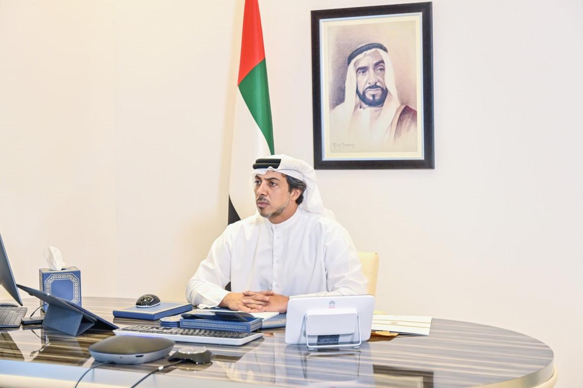 منصور بن زايد يطلع على الخدمات العلاجية وإجراءات مكافحة كورونا في المستشفيات
