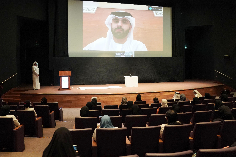 منصور بن محمد يعقد اجتماعا عن بعد مع فريق مركز التحكم والسيطرة لمكافحة فيروس كورونا