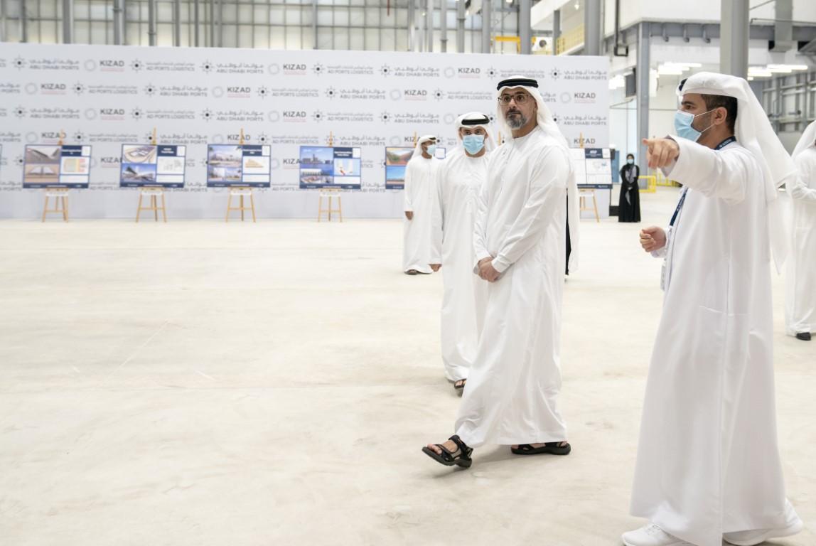 خالد بن محمد بن زايد يدشن النافذة الموحدة للخدمات اللوجستية والتجارة لأبوظبي ويتفقد الأعمال التطويرية