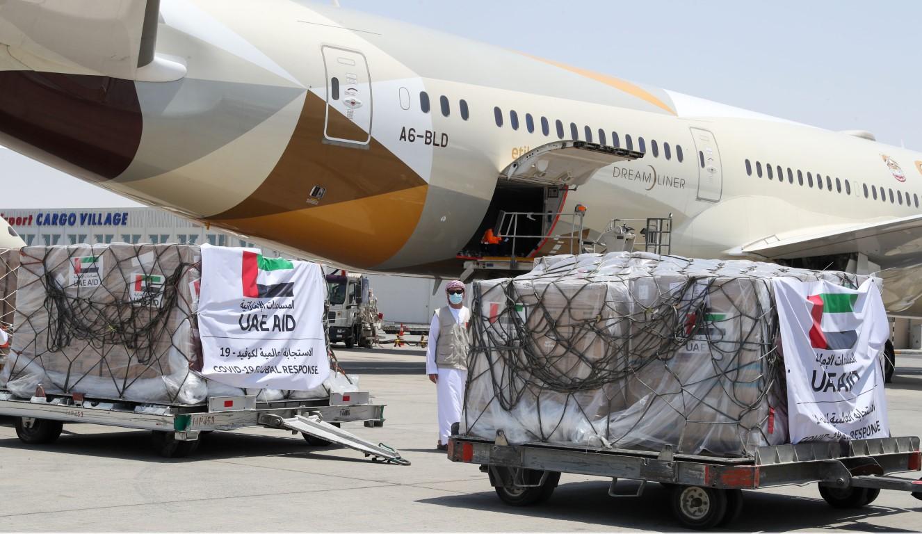 """الإمارات ترسل مساعدات طبية إلى السودان لتعزيز جهودها في مكافحة انتشار فيروس """"كورونا"""""""