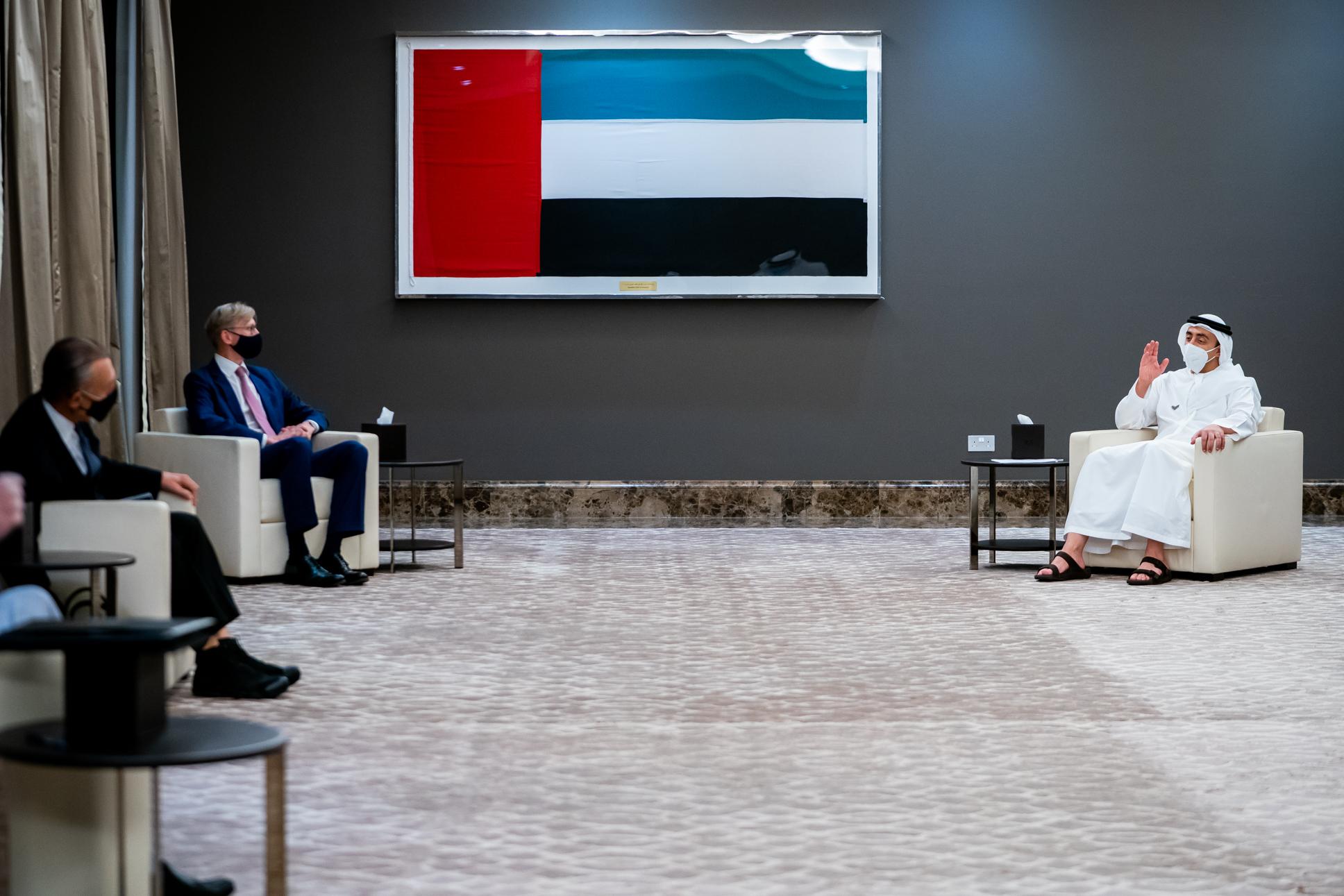 عبدالله بن زايد يستقبل الممثل الأمريكي الخاص بشؤون إيران وكبير مستشاري السياسات لوزير الخارجية الأمريكي