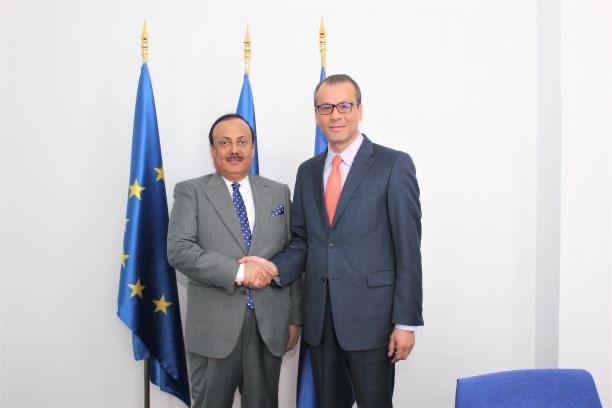 سفير الدولة يبحث مع وزير روماني سبل تعزيز التعاون الاستثماري
