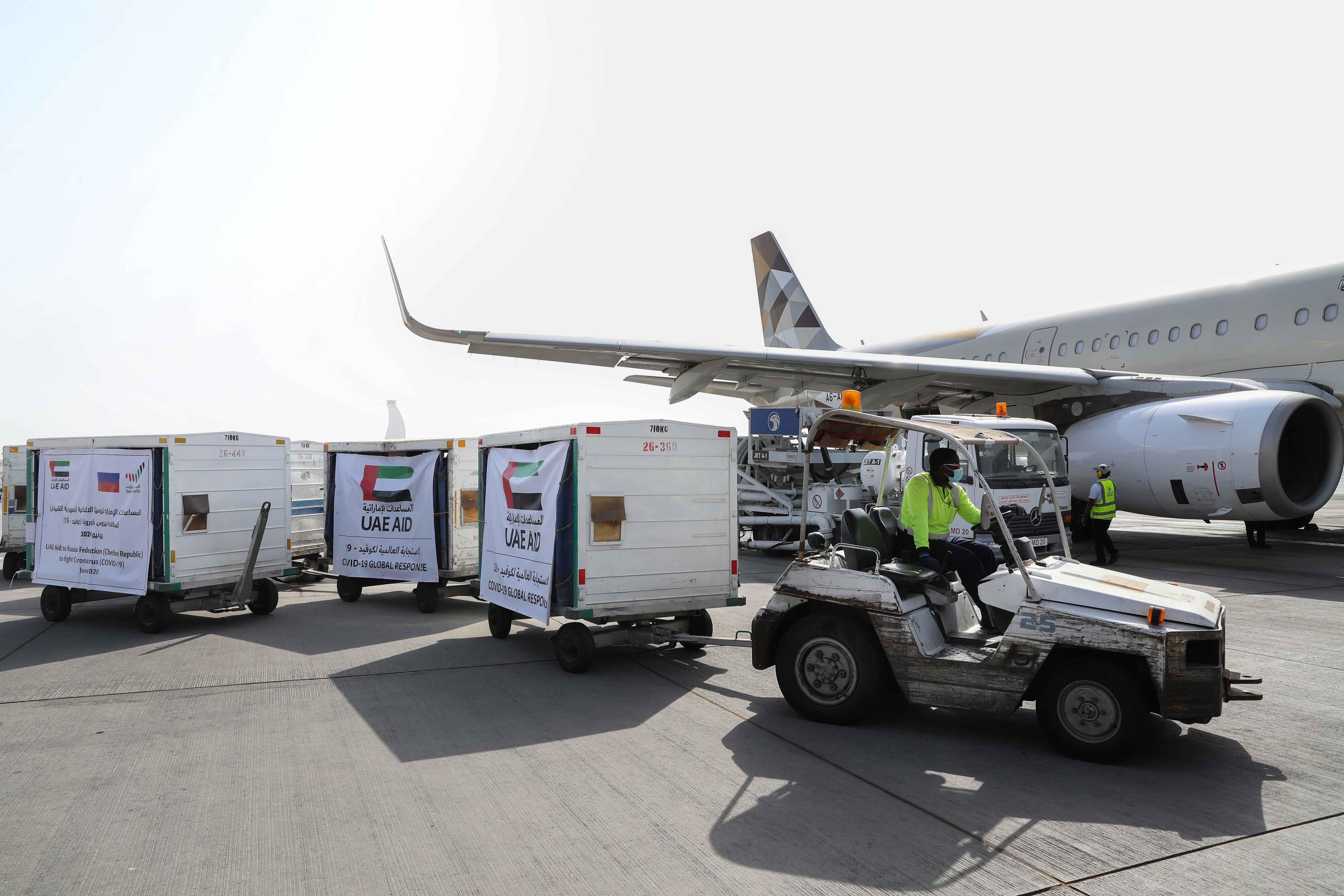 """الإمارات ترسل طائرة مساعدات طبية إلى غروزني لدعمها في مواجهة جائحة """"كورونا"""""""