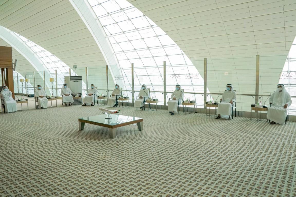 حمدان بن محمد يترأس اجتماع المجلس التنفيذي في مطار دبي الدولي بمبنى طيران الإمارات