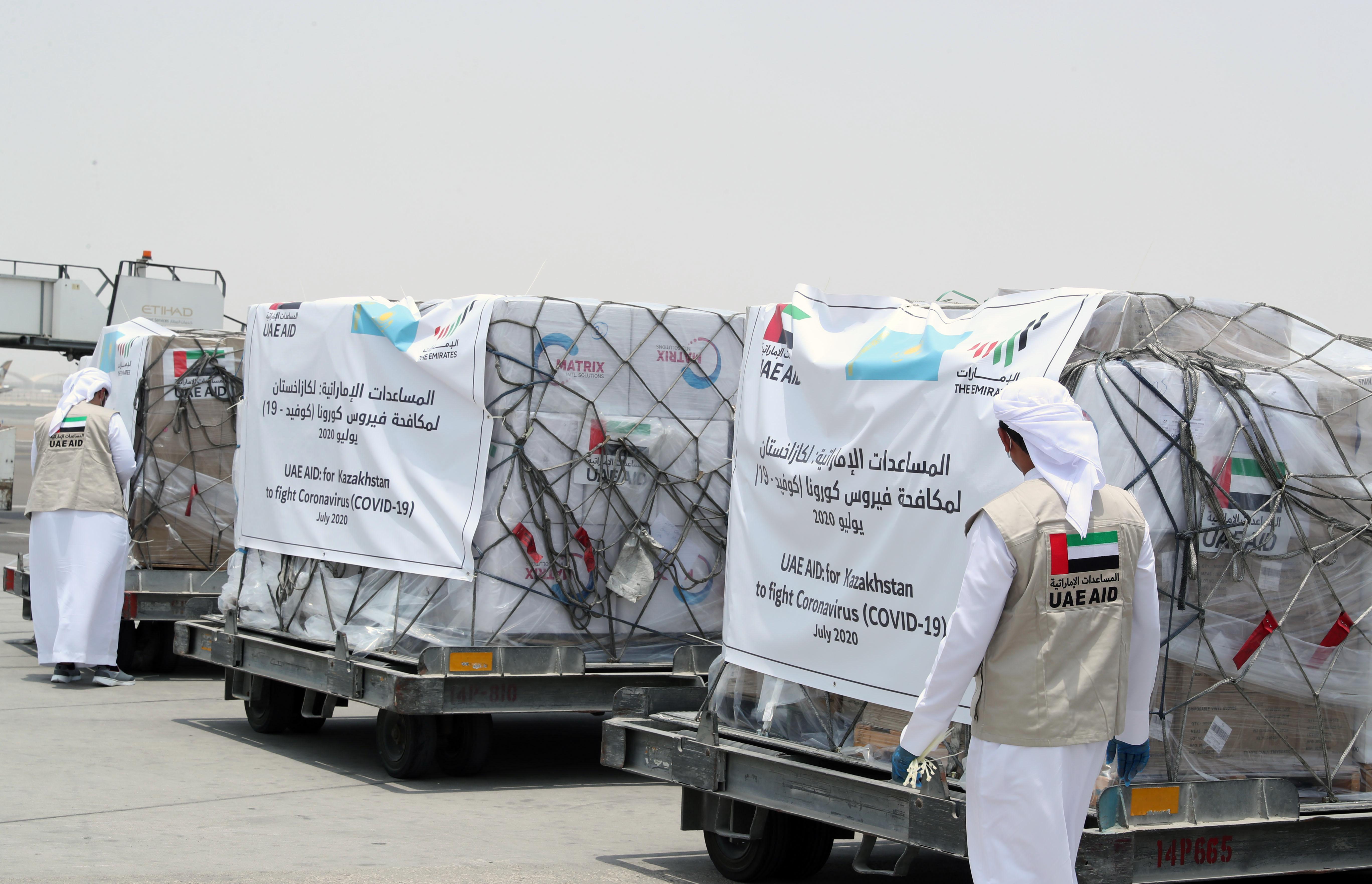 """الإمارات ترسل طائرة مساعدات طبية ثانية إلى كازاخستان لدعمها في مكافحة فيروس """"كورونا"""""""