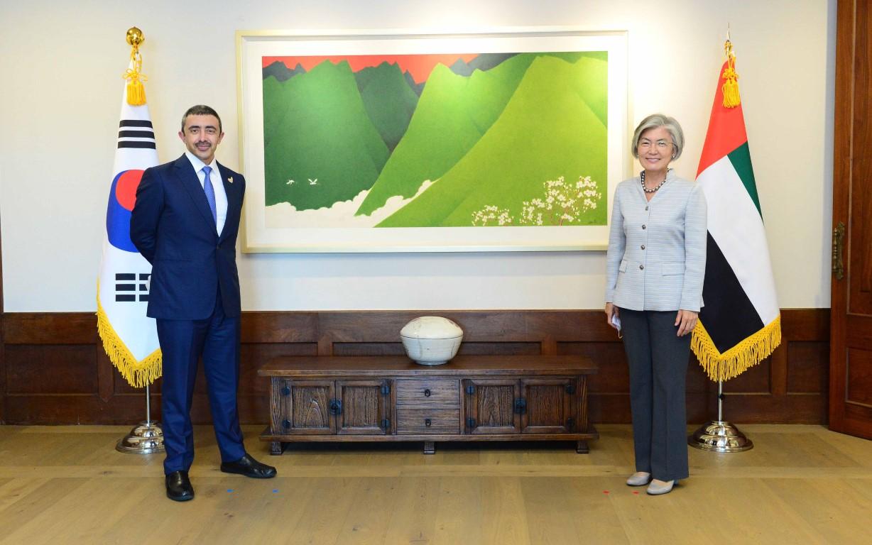 محمد بن زايد يبعث رسالة خطية إلى الرئيس الكوري الجنوبي بمناسبة مرور 40 عاما على تأسيس العلاقات الدبلوماسية بين البلدين
