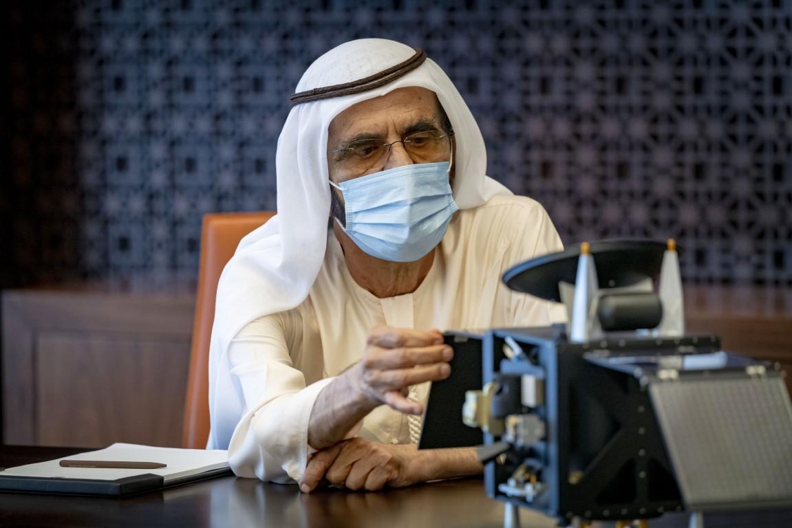 محمد بن راشد يطلع على الاستعدادات النهائية لانطلاق أول مهمة فضائية عربية إلى المريخ
