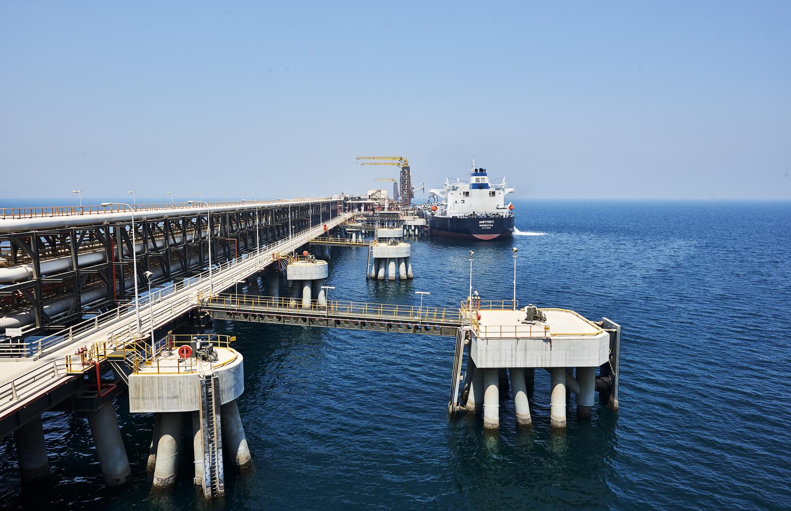 """""""أدنوك"""" و""""القابضة"""" تؤسسان كياناً استراتيجياً لتحفيز الصناعة ونمو قطاع البتروكيماويات في الإمارات"""