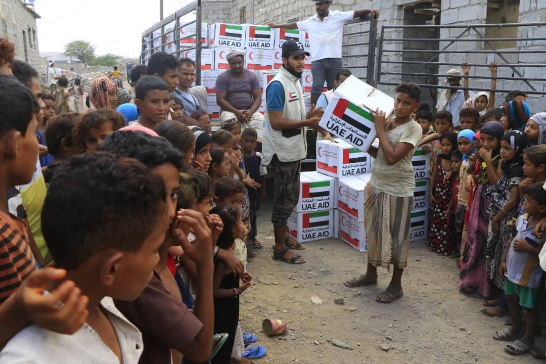 الإمارات تطلق مشروعها الخيري السنوي لتوزيع كسوة العيد ومعونات غذائية بالساحل الغربي اليمني