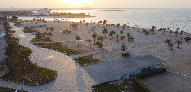 بلدية منطقة الظفرة تواصل تطوير شاطئ مدينة المرفأ