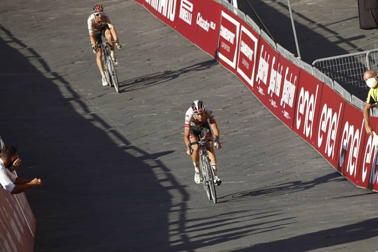 فريق الإمارات للدراجات يحل ثانيا في سباق سترادا بيانكا