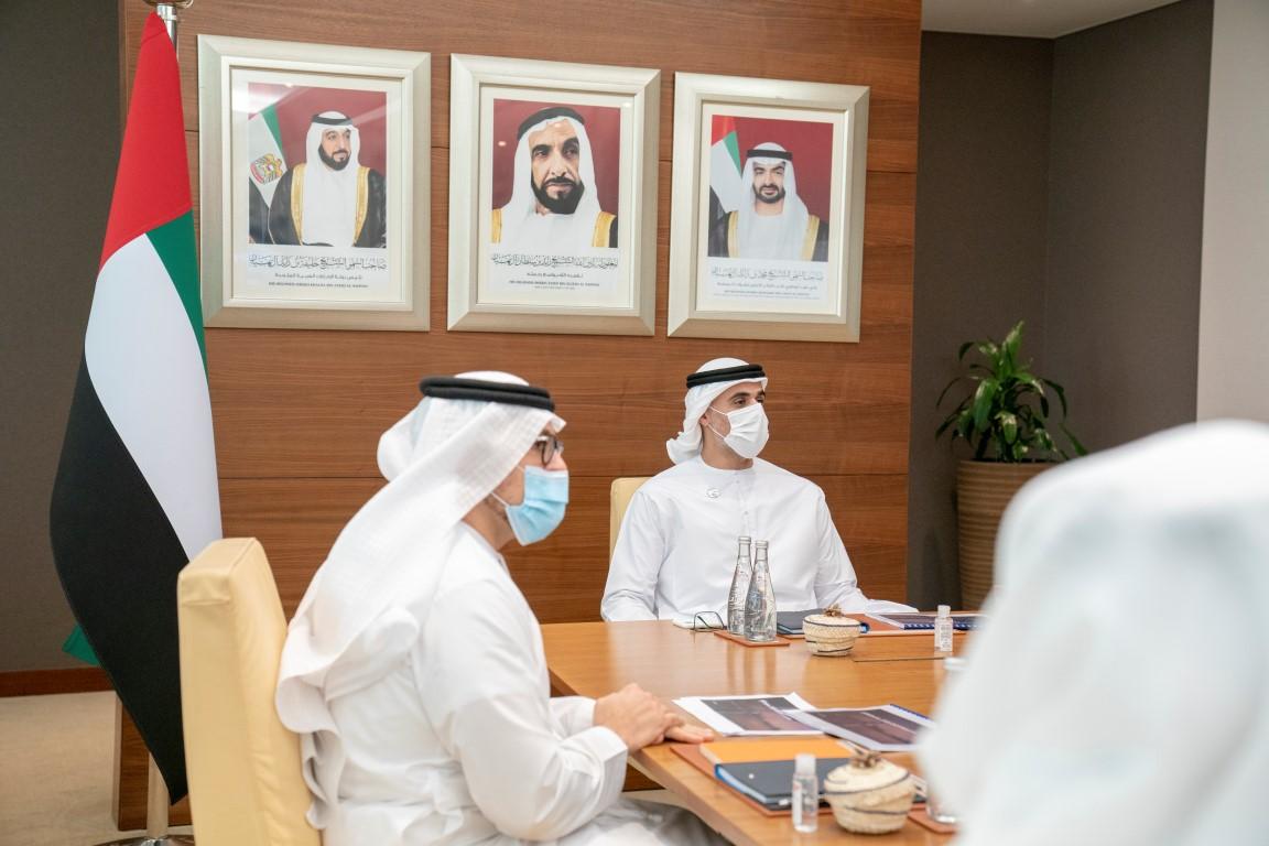 خالد بن محمد بن زايد يطلع على الخطة الاستراتيجية لاقتصادية أبوظبي 2020 - 2025