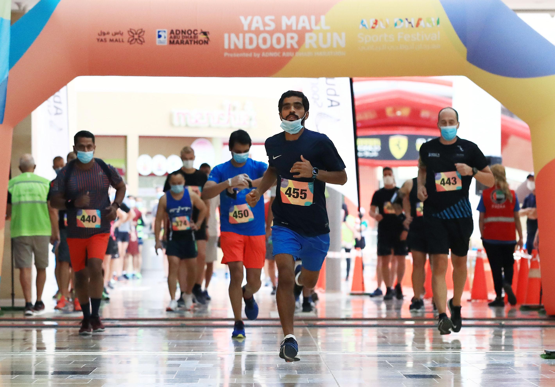 """363 مشاركا في سباق """"ياس مول"""" المجتمعي للجري"""