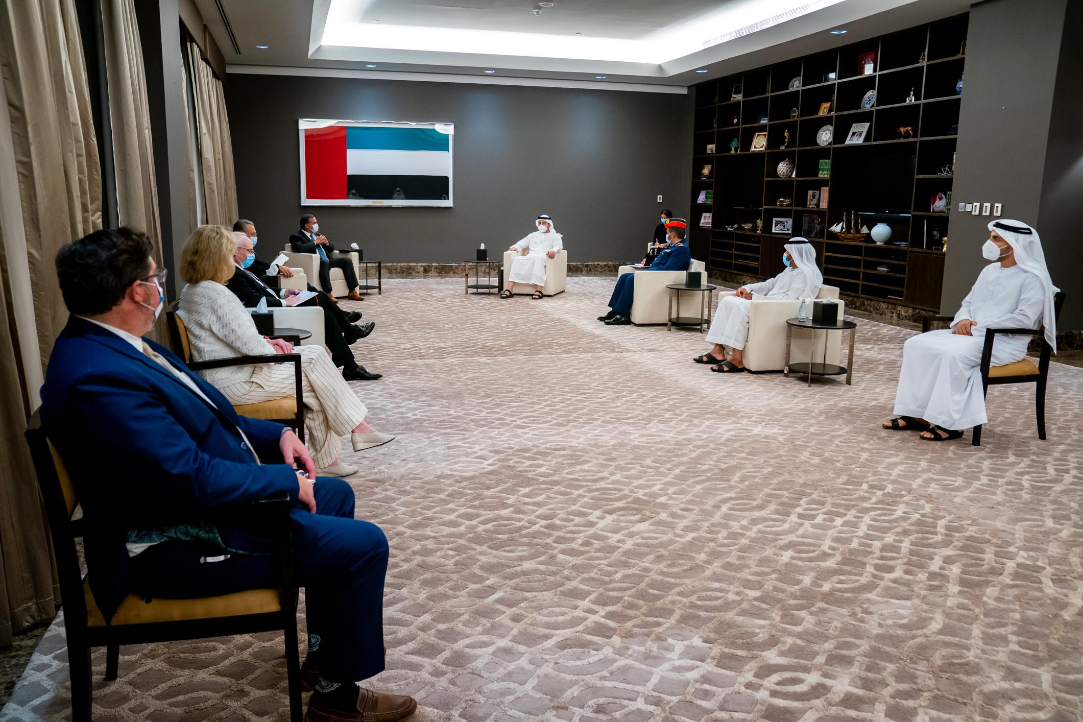 عبدالله بن زايد يستقبل مدير شؤون الخليج العربي والشرق الأوسط في مجلس الأمن الوطني بالبيت الأبيض