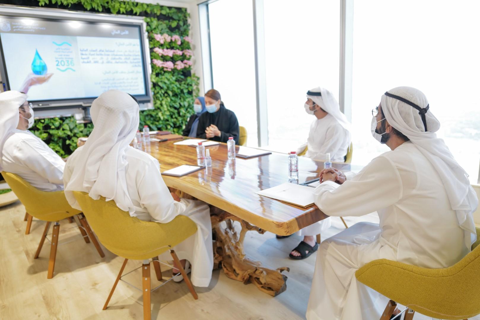 محمد بن راشد يطلع على الخطط وأطر العمل لملف الأمن الغذائي والمائي في الدولة