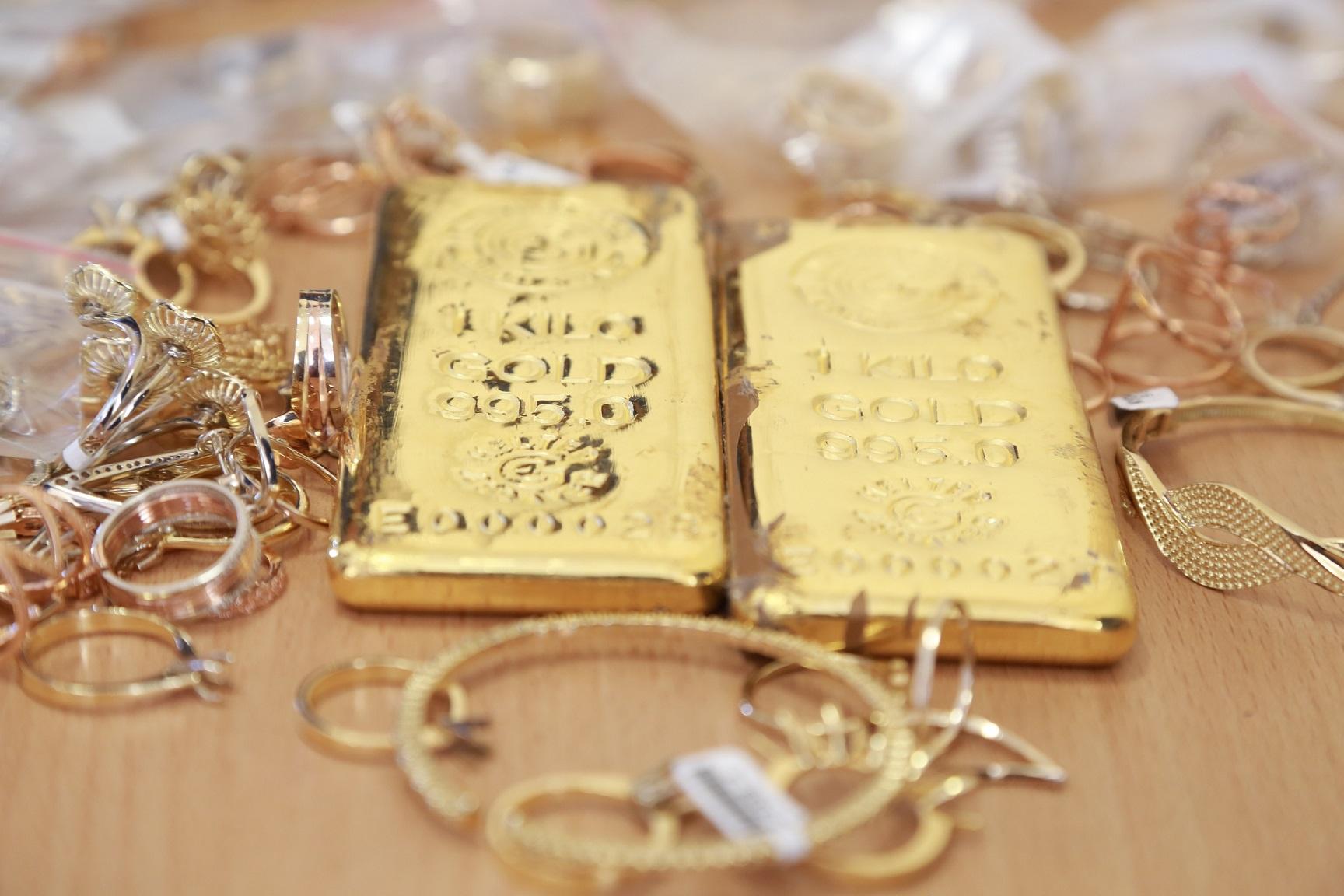 جمارك دبي : 67 مليار درهم تجارة الذهب والألماس عبر الشحن الجوي