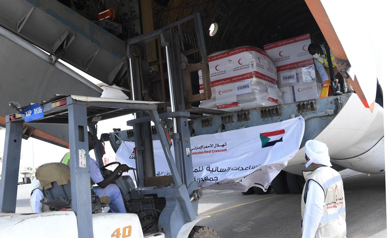وصول طائرة ثالثة إلى الخرطوم ضمن جسر الهلال الأحمر الاماراتي لإغاثة المتأثرين من الفيضانات