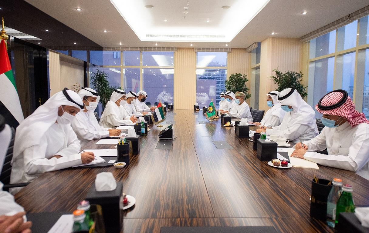 عبيد الطاير والجرف يبحثان المجالات الاقتصادية ذات الشأن الخليجي المشترك