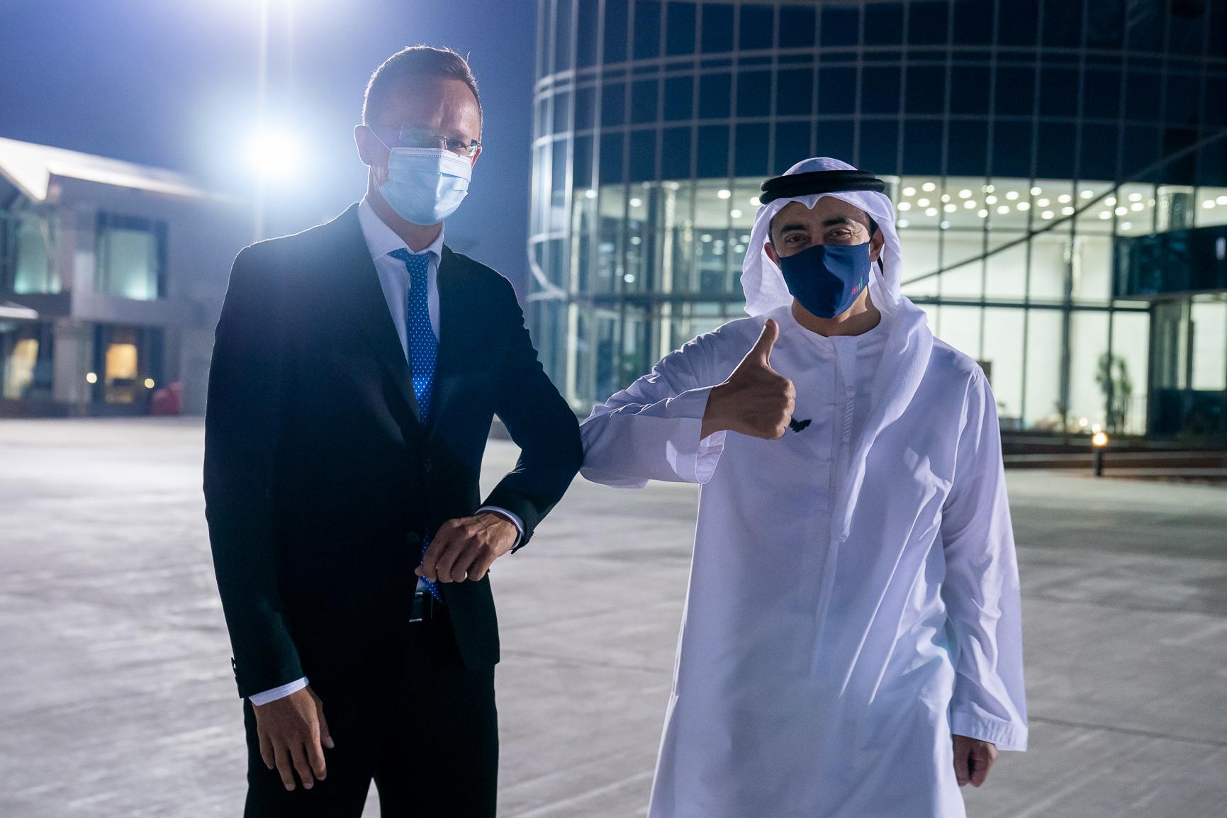 عبدالله بن زايد يستقبل وزير خارجية المجر