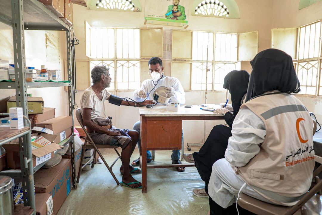 بدعم إماراتي .. العيادات المتنقلة تواصل تقديم الرعاية الطبية للمناطق النائية في حضرموت