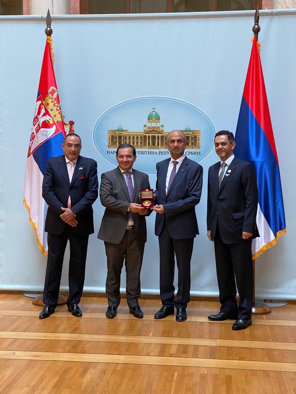 """""""العالمي للتسامح والسلام"""" يبحث سبل التعاون مع البرلمان الصربي"""