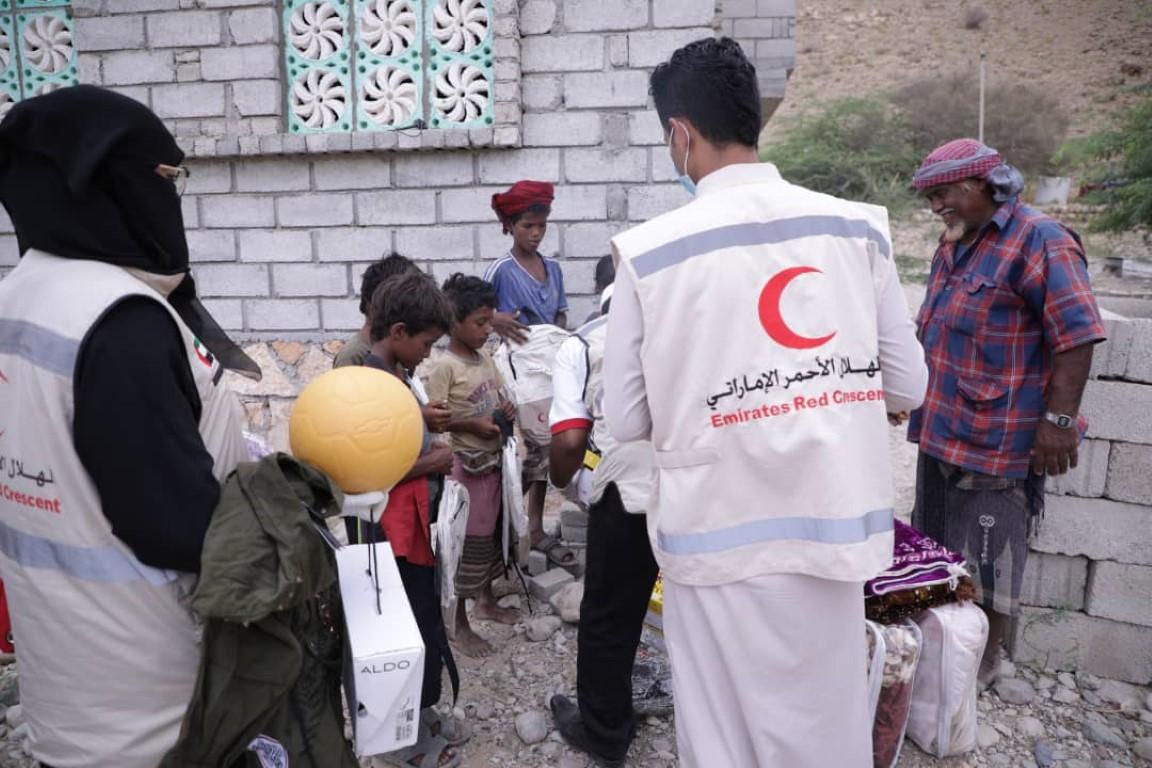وفد الهلال الأحمر الإماراتي يتفقد أحوال أسر الشهداء في المكلا