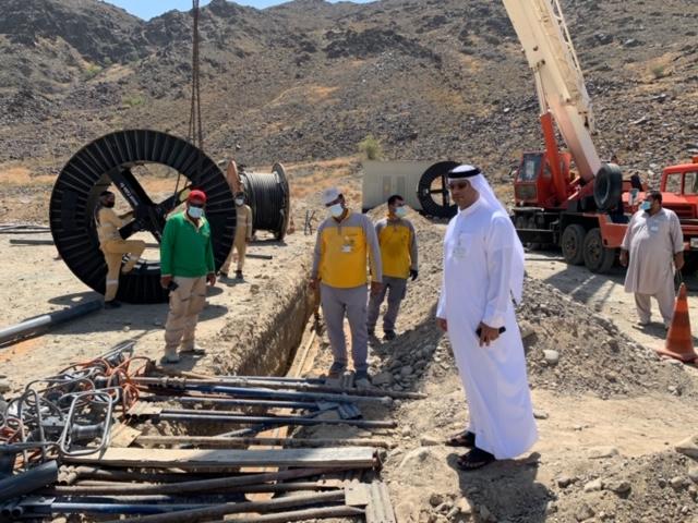 """""""كهرباء الشارقة"""" تنفذ مشروعات تطويرية بمنطقة الحراي في خورفكان"""