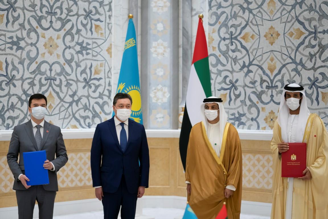 منصور بن زايد يستقبل رئيس وزراء جمهورية كازاخستان