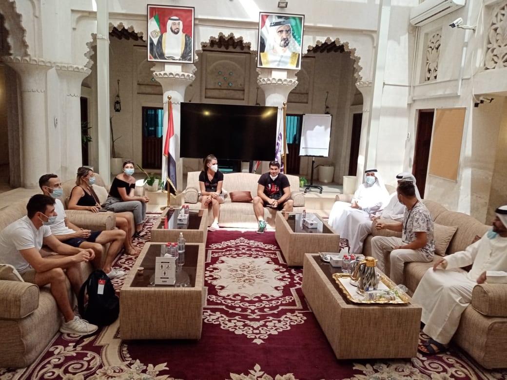 """""""دبي للثقافة"""" تتيح عودة زيارات الأفواج السياحية إلى حي الفهيدي التاريخي"""