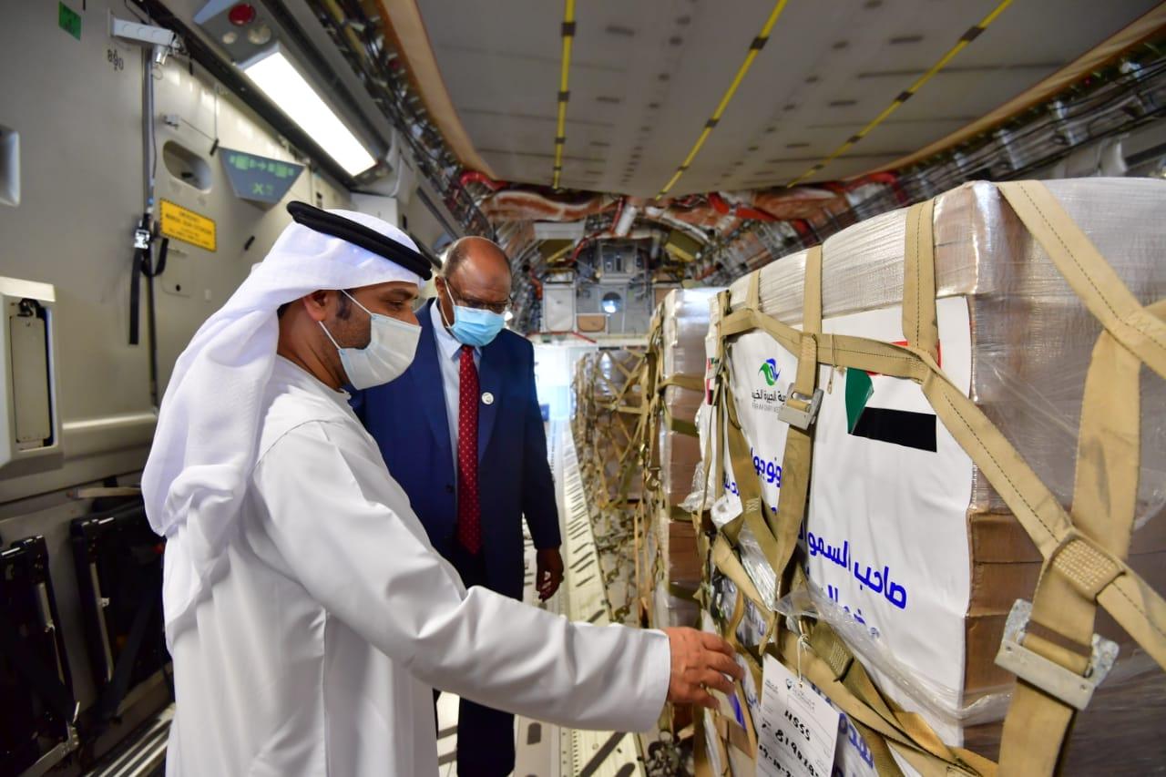 """بتوجيهات حمد الشرقي.. """"الفجيرة الخيرية"""" تقدم 200 طناً من المساعدات الإنسانية للسودان"""