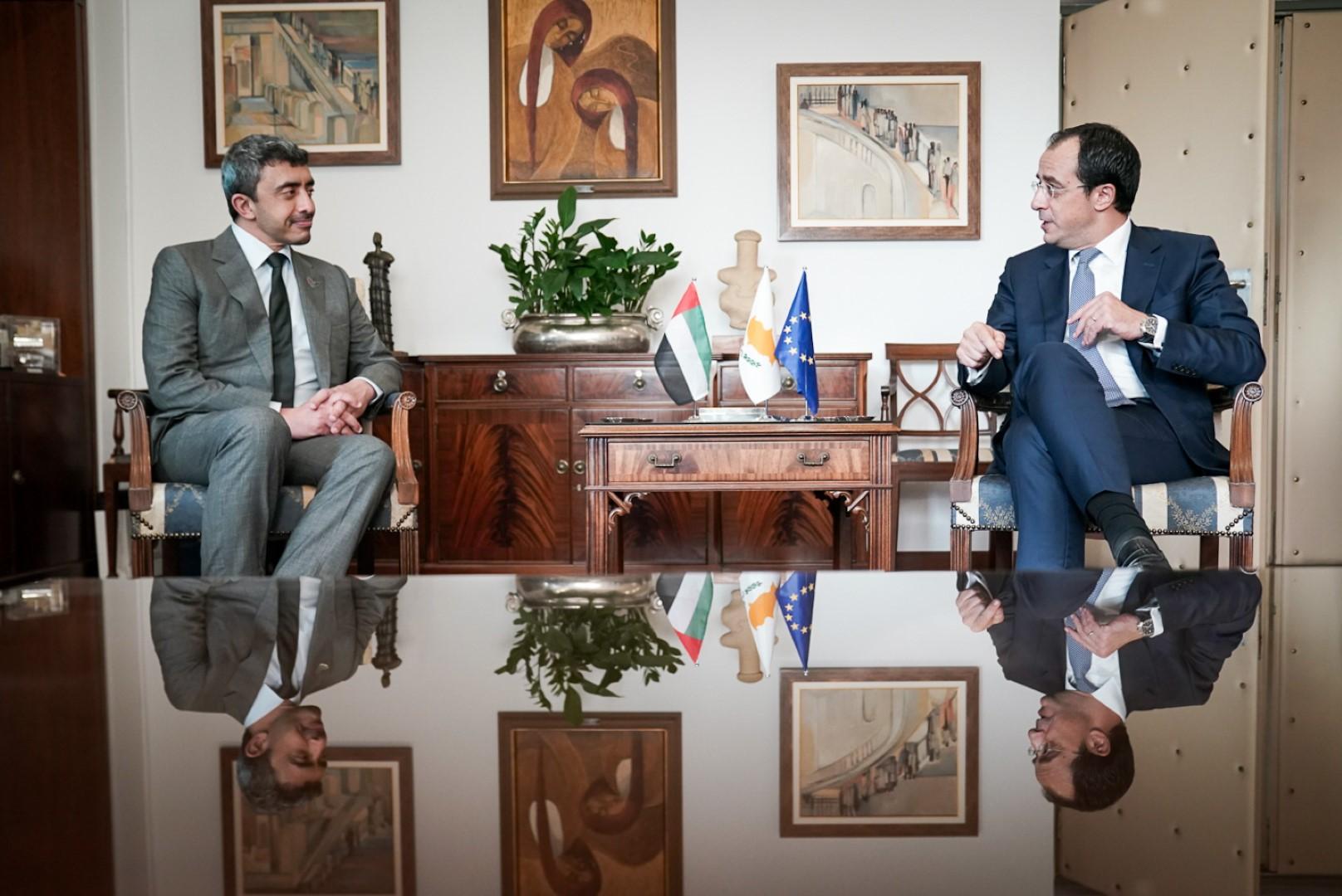 عبدالله بن زايد يلتقي وزير خارجية قبرص في نيقوسيا
