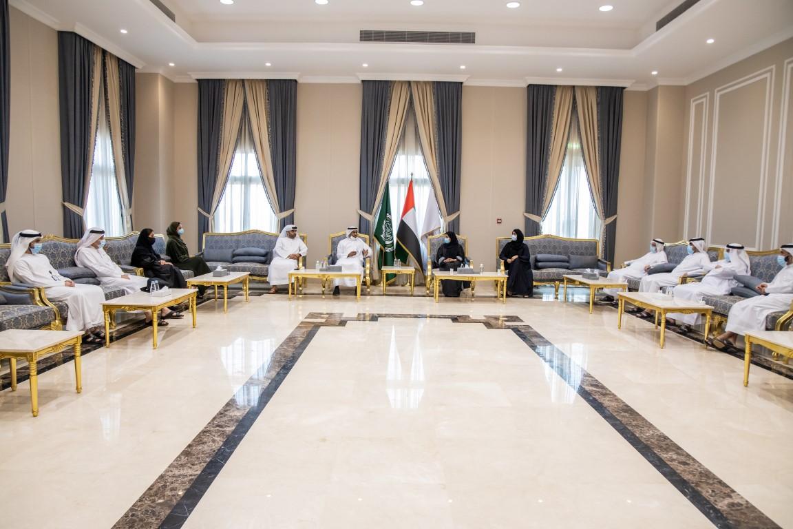 لجنة شؤون الأسرية إستشاري الشارقة تطلع على دور البرلمان العربي للطفل