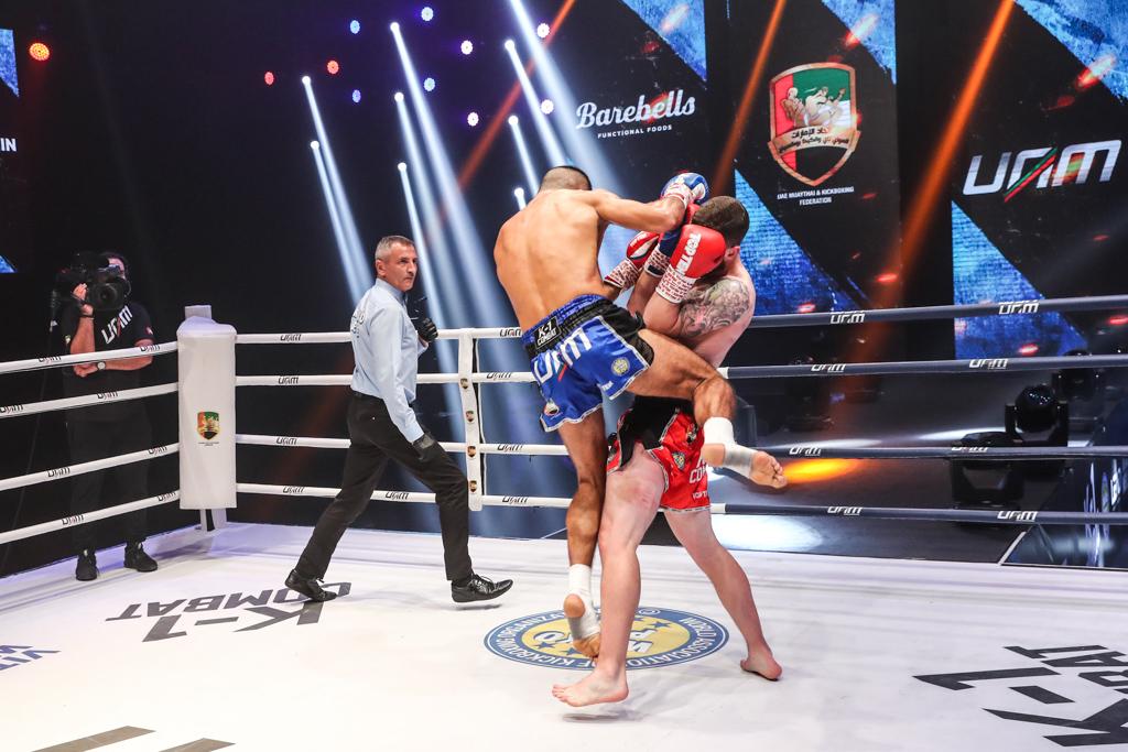 إلياس حبيب علي يحلق بحزام بطولة الإمارات الدولية لمحترفي الكيك بوكسينج