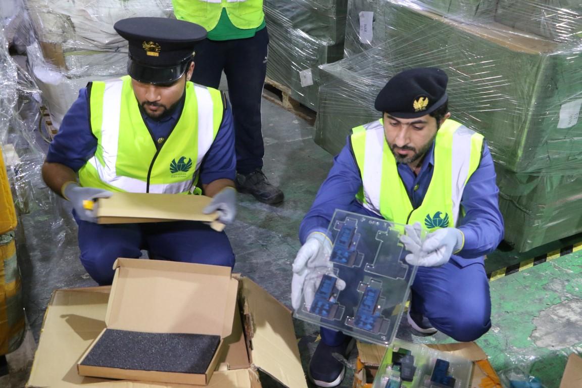 جمارك الإمارات تضبط 168.3 ألف قطعة مقلدة في 2019