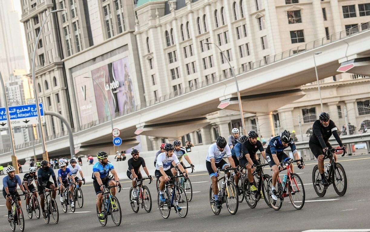 حمدان بن محمد يتقدم أكثر من 20 ألف مشارك في تحدي دبي للدراجات الهوائية