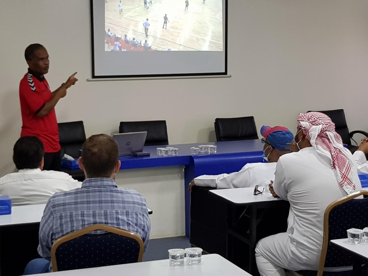 20 حكما وحكمة يشاركون فى ورشة حكام كرة اليد حول تطبيقات قواعد اللعب الجديدة