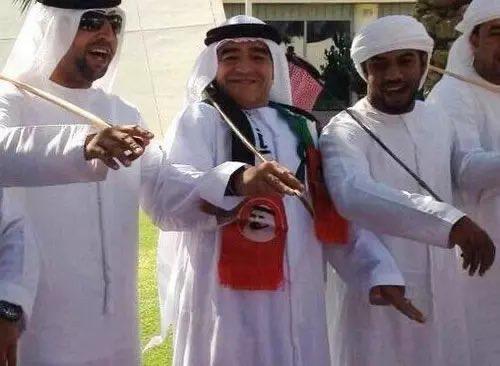 تقرير/ ردود فعل واسعة في الإمارات والعالم لرحيل مارادونا أيقونة كرة القدم العالمية