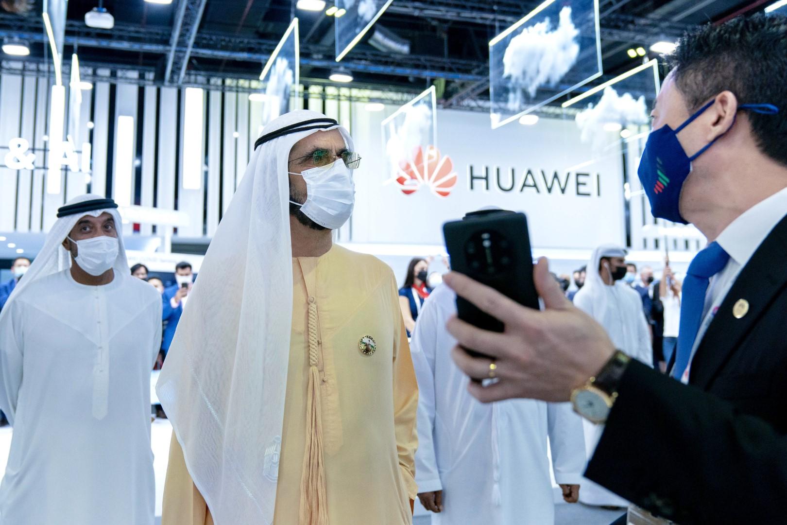 """خلال زيارة سموه لمعرض جيتكس 2020 : محمد بن راشد: """"التكنولوجيا ركيزة أساسية في تجاوز التحديات إلى فرص المستقبل الواعد"""""""