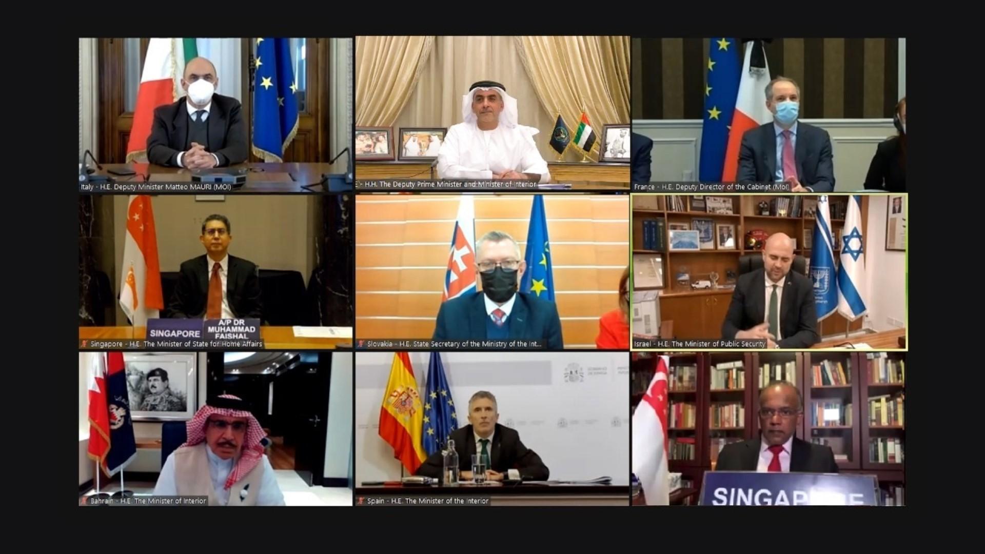 بن زايد مع معالي الوزراء في الاجتماع (large)